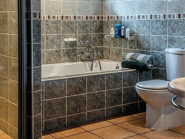Jakie okna do łazienki? Co najczęściej kupują klienci? Zobacz